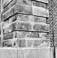 Gedeelte voor- en rechter zijgevel (hoek) na restauratie - Enkhuizen - 20070320 - RCE.jpg