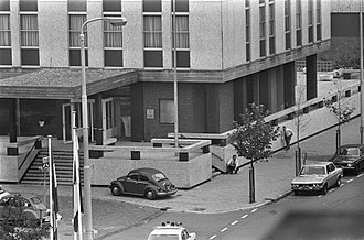 1974 French Embassy attack in The Hague - Police officers around the embassy on 15 September