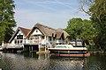 Goring on Thames, riverside thatch. - panoramio.jpg