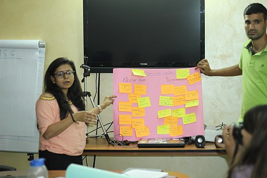 File:Group_activity_by_the_participants_during_New_Delhi_Hindi_Strategy_Meetup_IMG_6032_02.jpg