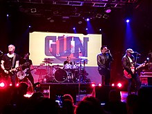 Gun headlining London's Electric Ballroom in 2017. From left to right: Tommy Gentry, Andy Carr, Paul McManus, Dante Gizzi, and Jools Gizzi.