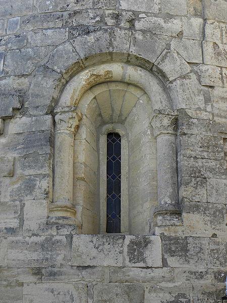 Église Saint-Michel de Guzargues (34). Fenêtre.
