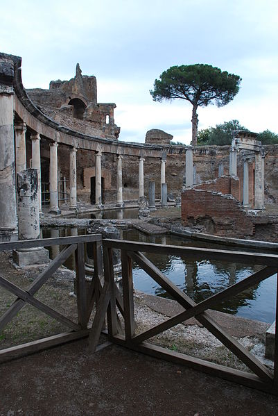 File:Hadrian's villa near Tivoli 370.JPG