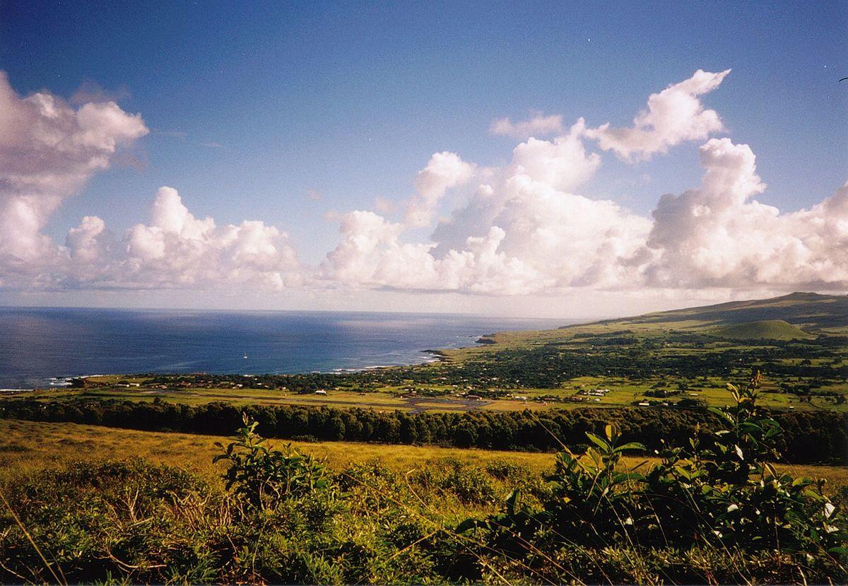 Hanga Roa Panorama.jpg