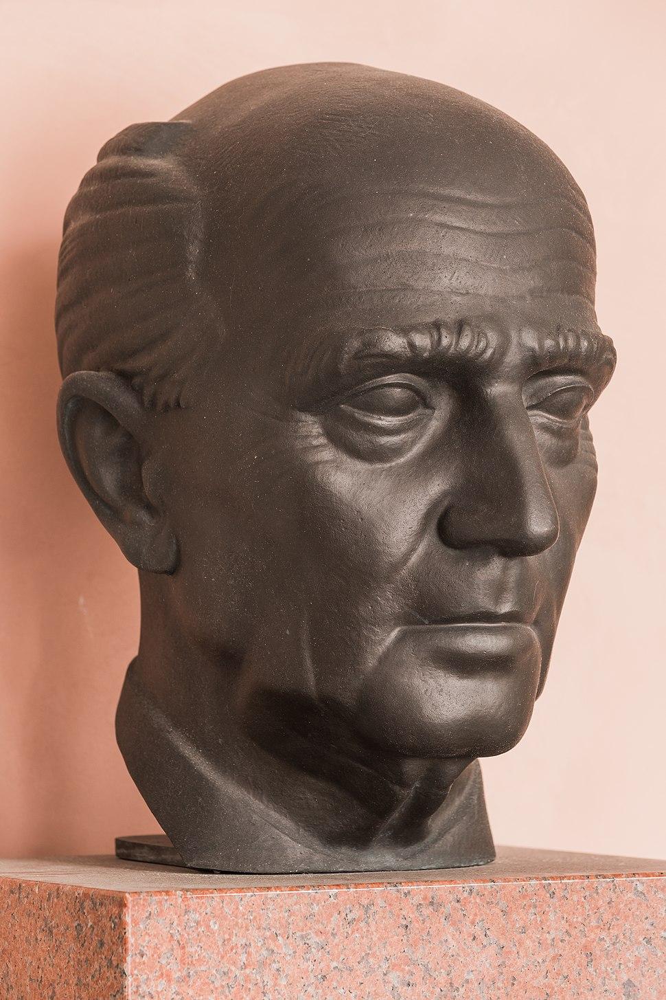Hans Kelsen (Nr. 17) - Bust in the Arkadenhof, University of Vienna - 0289