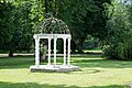 Herrenhaus Höltigbaum Pavillon im Park.jpg