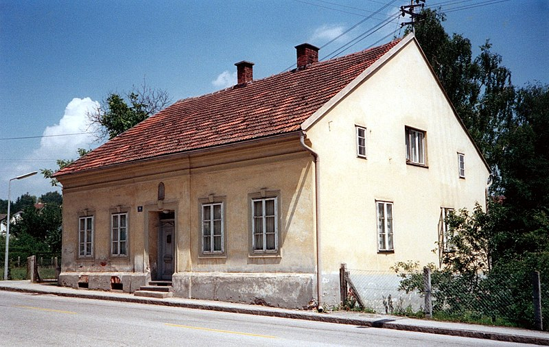 Hitler house in Leonding.jpg