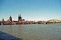 Hohe Domkirche zu Köln 02 mit Hohenzollernbrücke und Skt. Martin (7227573916).jpg
