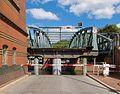 Hubbrücke (Lübeck) mit angehobenem Mittelteil.jpg