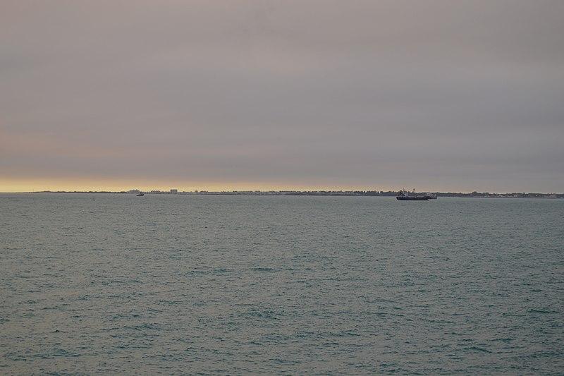 File:Humo del incendio de Doñana visto desde Cádiz (35146561430).jpg