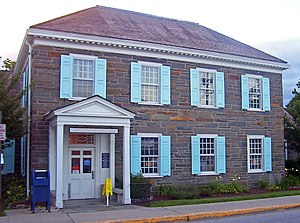 United States Post Office (Hyde Park, New York) - Building in 2007, with one shutter missing