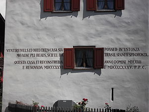 Sursilvan dialects (Romansh) - A Sursilvan inscription on a house in Waltensburg/Vuorz.