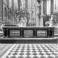 Interieur, aanzicht rechter communiebank met koor op de achtergrond - Amsterdam - 20359957 - RCE.jpg