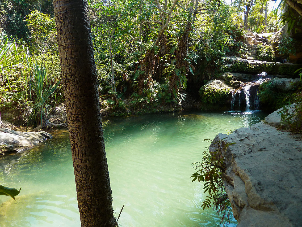 File isalo namaza piscine wikimedia for Piscine naturel