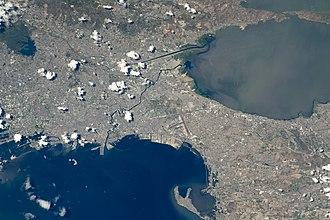 МКС фотография Манилы (слева от центра) и окружающих городов