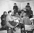 Izdelovanje zobotrebcev pri Bavdku, Male Lipljene 1964.jpg