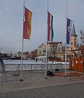 Jégpálya és zászlók az István út felől nézve, 2018 Újpest.jpg