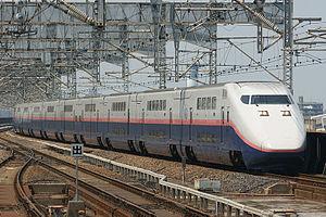 Baureihe E1 in neuer Lackierung am Bahnhof Ōmiya