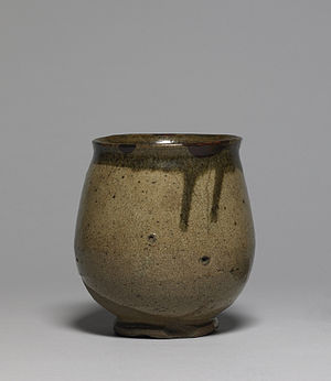 Karatsu ware - Karatsu ware tea ceremony vessel, stoneware with ash glaze, Edo period, early 19th century