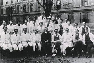 Paul Ferdinand Schilder - Julius Wagner-Jauregg's staff in 1927; Schilder in front row, third figure from the right