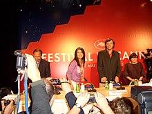 Salma Hayek tra la giuria del Festival di Cannes, nel 2005