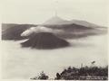 KITLV - 37 - Kurkdjian - Soerabaja - The volcanoes Bromo (Gunung Bromo), Batok and Semeru near Probolinggo - circa 1912.tif