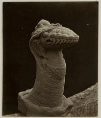 KITLV 28239 - Isidore van Kinsbergen - Naga sculpture at the residency in Kediri - 1866-12-1867-01.tif