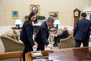Knocking on wood - Knocking on wood in the Oval Office