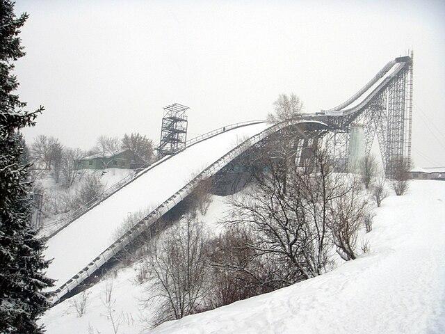 https://upload.wikimedia.org/wikipedia/commons/thumb/a/a6/Kirov_springboard_K90.JPG/640px-Kirov_springboard_K90.JPG