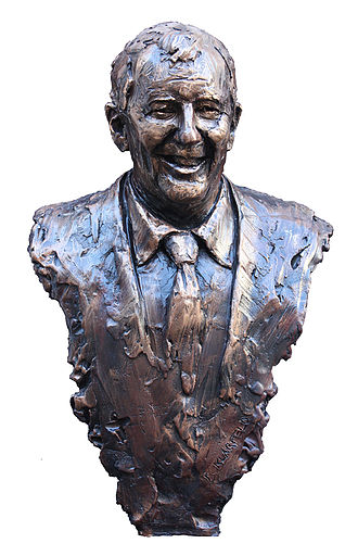 John Singleton (Australian entrepreneur) - Life-size bronze statue of John Singleton by sculptor Linda Klarfeld