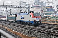 Korail locomotive 8224.jpg