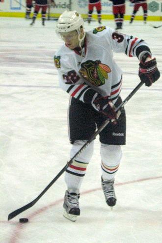 Kris Versteeg - Versteeg during the 2009–10 season, in his first tenure with the Blackhawks.