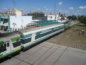 Ferrocentral - Train in a level crossing in La Banda.