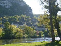 La Dordogne à Vayrac (département du Lot) devant le hameau de Mézels.jpg
