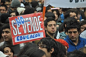 2011–13 Chilean student protests - Sign reading 'Education is not for sale'