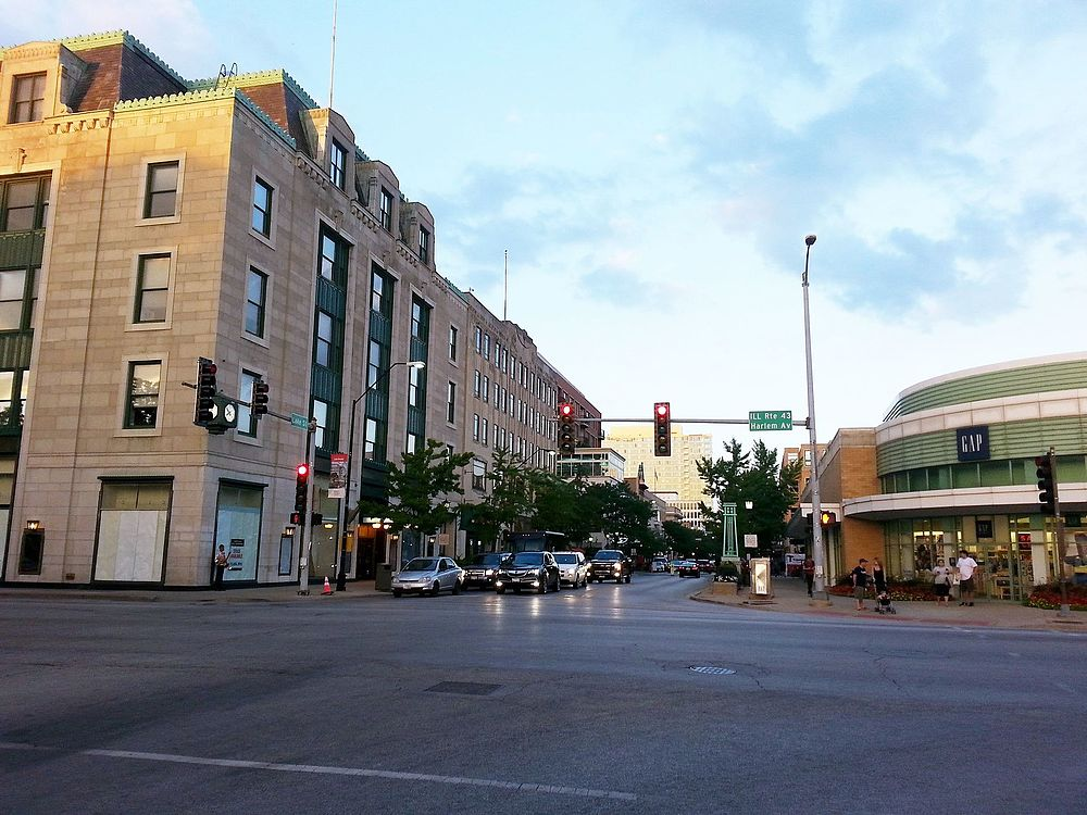 The population density of Oak Park in Illinois is 4262.78 people per square kilometer (11037.87 / sq mi)