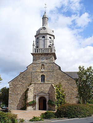 Corrida de Langueux - The Church of Langueux sits at the centre of the course