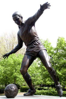 Laurie Cunningham statue.png