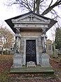Lille sépulture de la famille Casse cimetière de l'Est.jpg