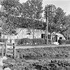 foto van Gepleisterde boerderij met dwars woonhuis onder rieten wolfdak
