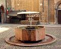 Lodi fontana Broletto.JPG