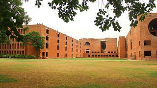 File:Louis Kahn Plaza, IIM Ahmedabad.jpg