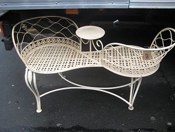 English: Love seat - garden furniture Français...