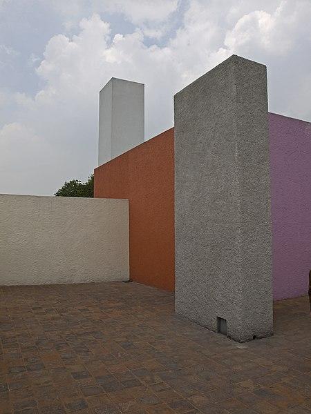 File:Luis Barragan House exterior Roof2.jpg