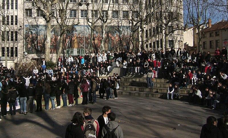 File:Lyon 3e grève.jpg
