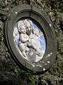 Madonnenbild über dem Brunnen in der via Cavour, Gallicano, Italien.jpg