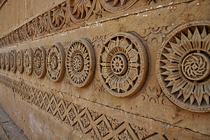 Makli Necropolis - Many of the tombs feature carved decorative motifs.