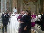 File:Mauricio Macri saluda al Papa Francisco.jpg mauricio macri saluda al papa francisco