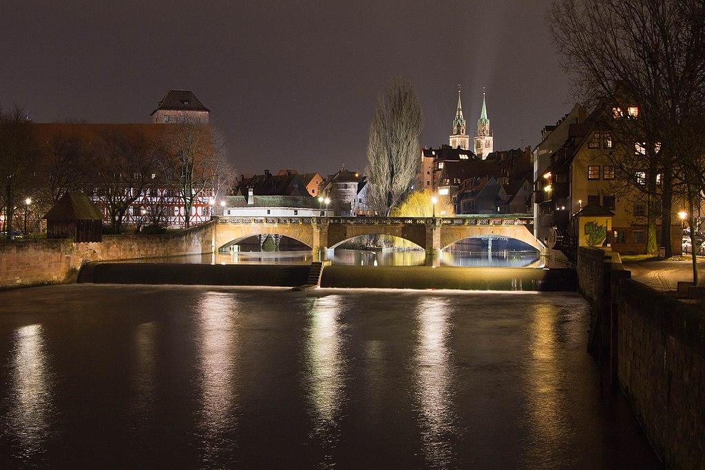 Maxbrücke Nürnberg Nacht.jpg