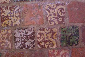 Château de la Motte - Image: Medieval tile